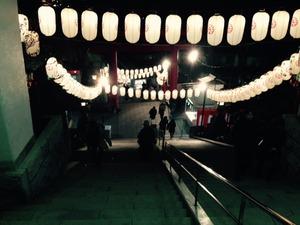 神社と提灯